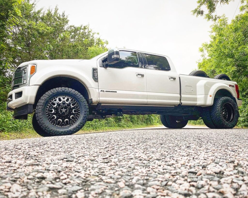 2019 F-450 - 4.5 inch Rough Country 22 inch American Force Wheels 37 inch Nitto Ridge Grappler